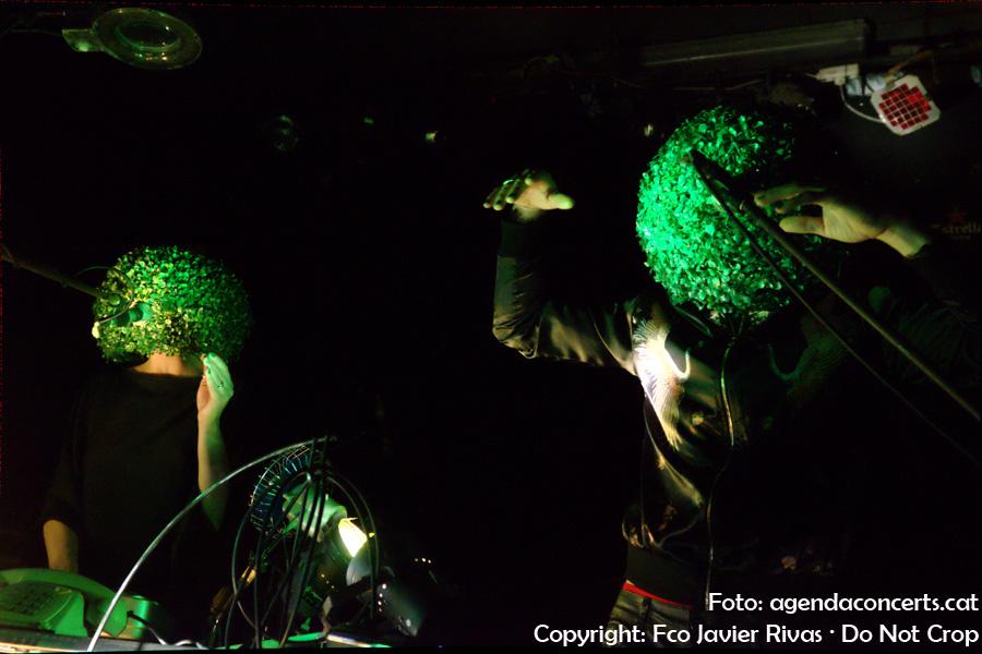 El duet Animal Vegetal, actuant a la sala BeGood de Barcelona.
