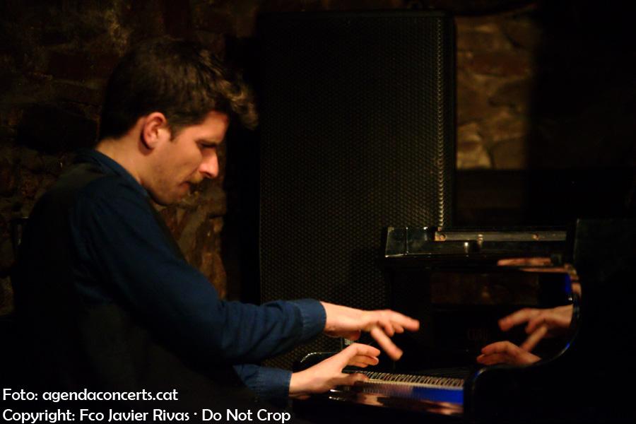 El pianista Marco Mezquida, actuant amb el Giulia Valle Trio, a la sala Jamboree de Barcelona.