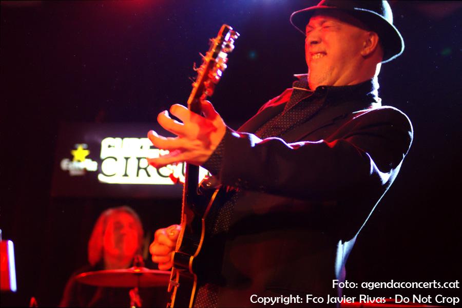 L'extraordinari guitarrista Paco Rivas, actuant amb la banda de Julián Maeso. Una d'aquelles rares ocasions en que subjecte, el guitarrista, i fotògraf tenen el mateix nom i cognoms.