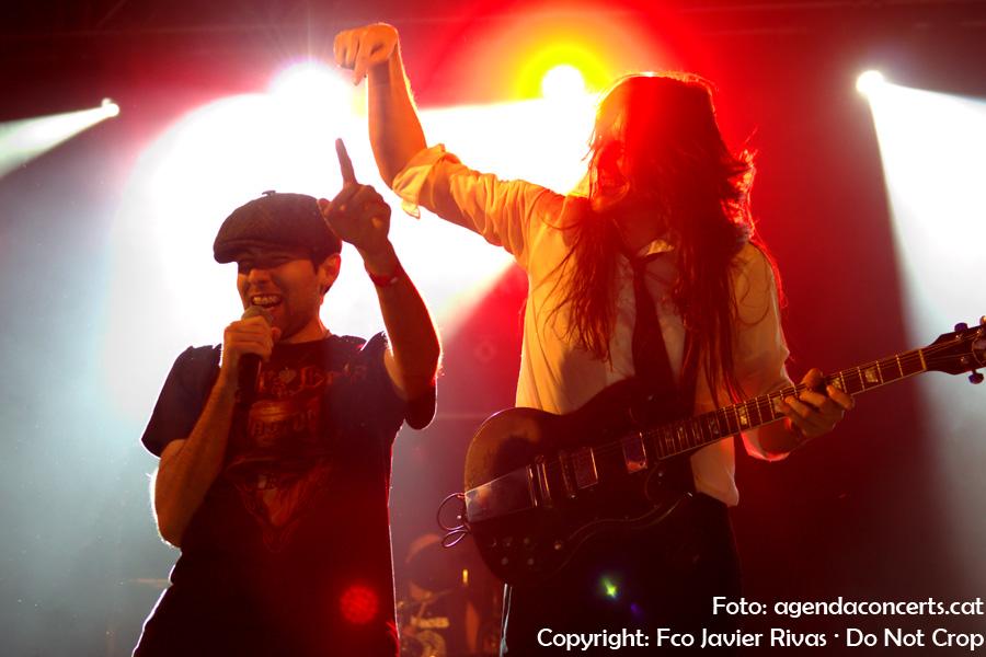The Bon Scott Band – Tribut a AC/DC, actuant a la Festa Major de Sant Boi de Llobregat 2017. Amb nous valors del hard rock, el futur està assegurat per l'estil musical.