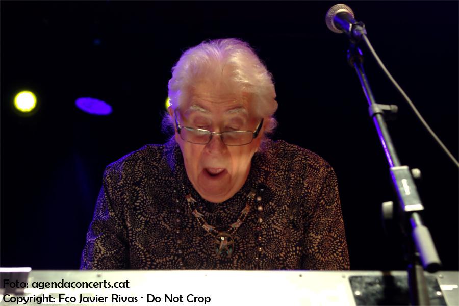 El blueser britànic John Mayall, actuant a la sala Apolo de Barcelona.