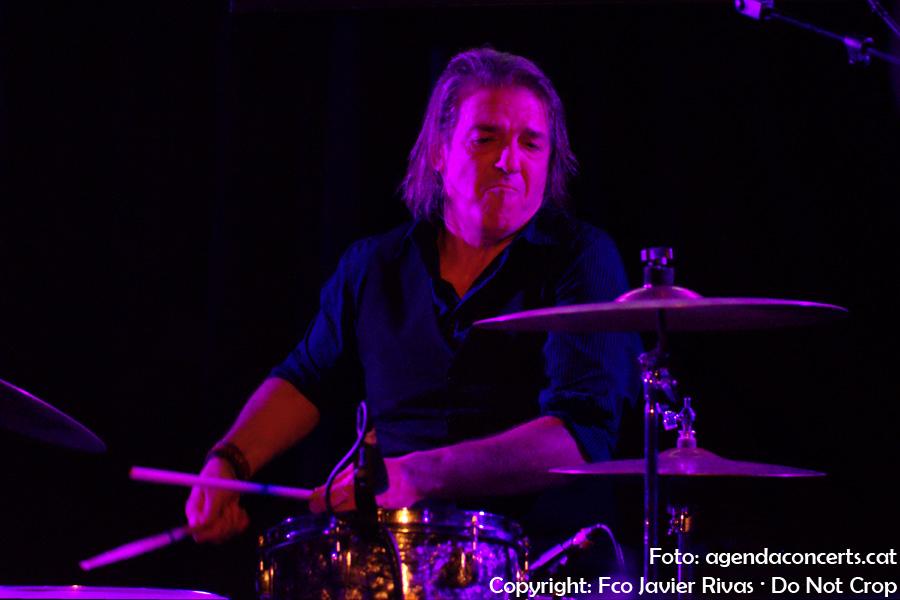 Coke Santos, bateria del grup de Julián Maeso. Actuant a la sala 2 d'Apolo de Barcelona