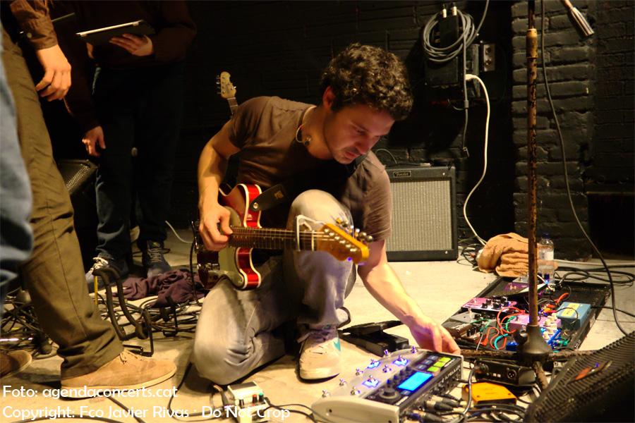 Nico Roig presentant 'Vol. 71' a la sala BeGood de Barcelona. El grup va patir alguns problemes amb el so durant el seu concert.