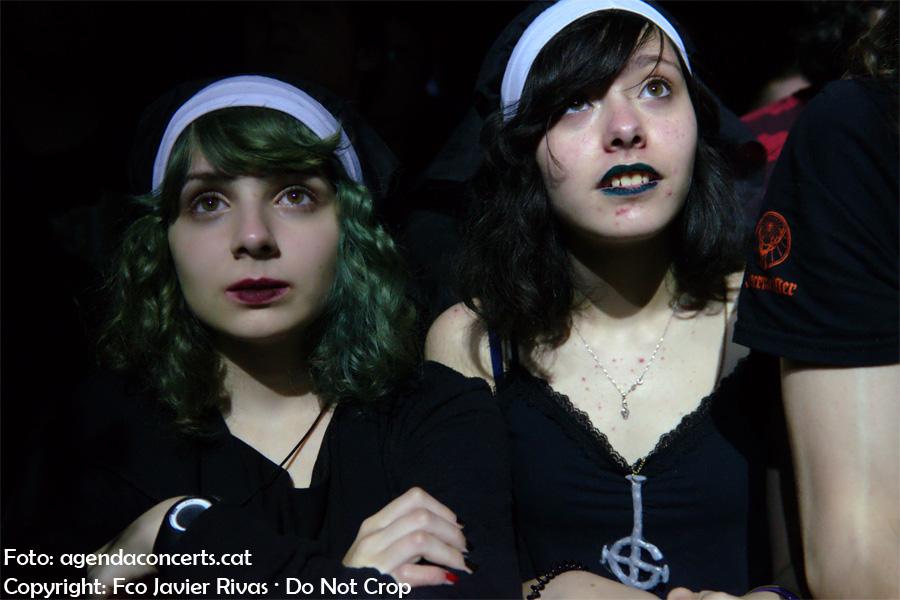 Públic veient el grup Ghost presentant el disc 'Meliora' a la sala Razzmatazz de Barcelona.