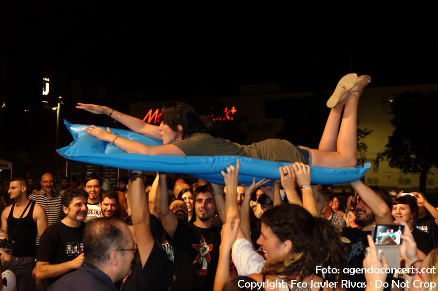 'Sacrifici' durant un concert de Los Tiki Phantoms.