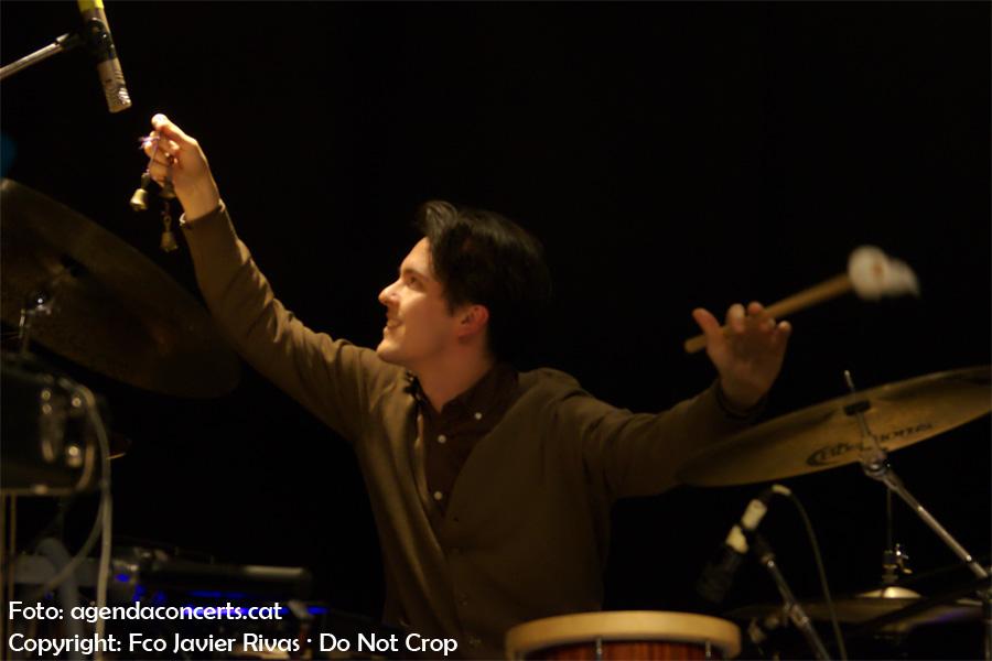 El bateria Juan Rodríguez Berbín acompanyant Nico Roig que presenta 'Vol. 71' a la sala BeGood de Barcelona.