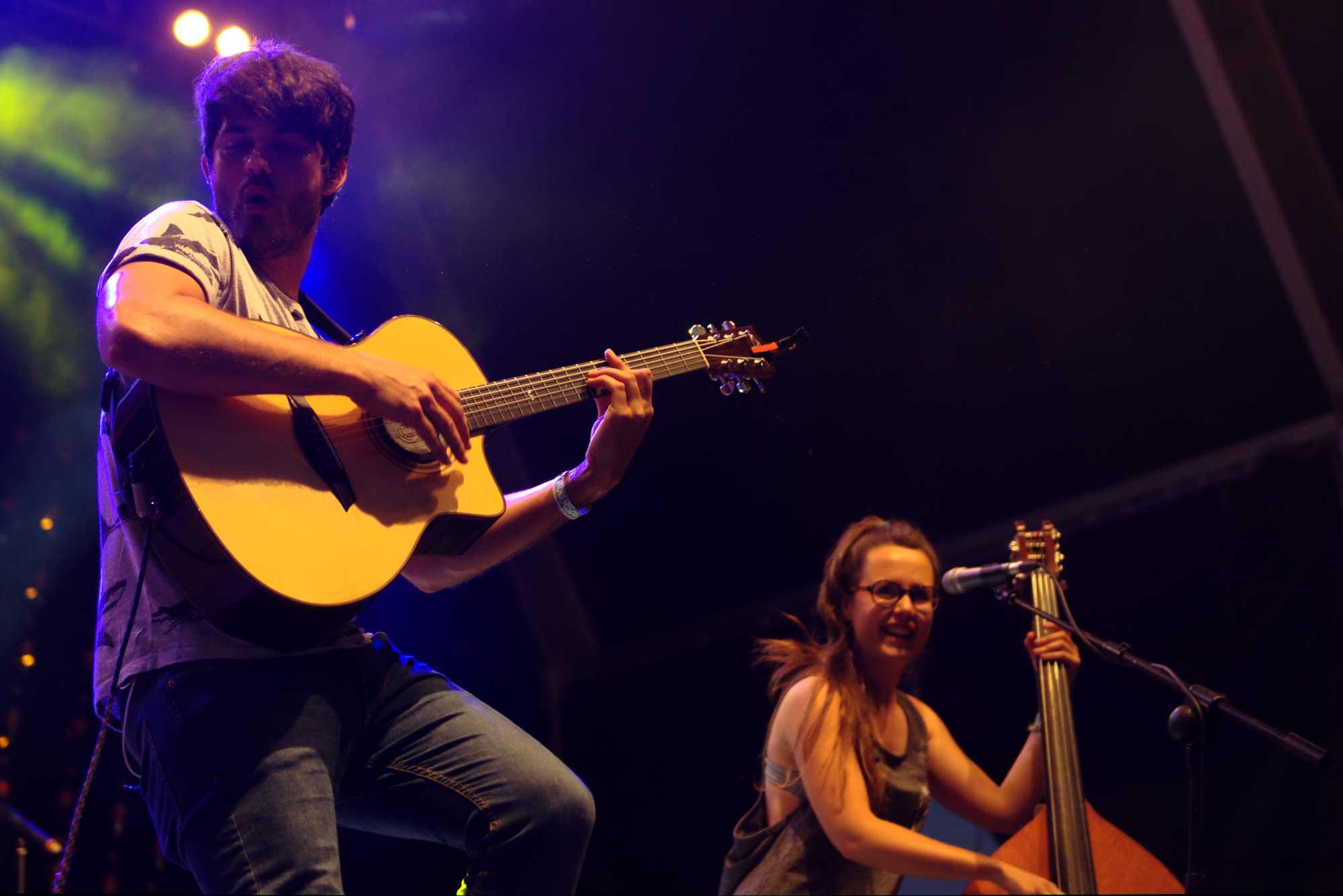 Èric Vergés i Roser Cruells d'Els Catarres, durant la seva actuació al Canet Rock 2016
