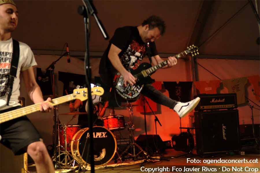 The Anti-Patiks han protagonitzat una nit de punk-rock a la carpa Impuríssima dins el marc de la Fira de la Puríssima 2016 de Sant Boi de Llobregat