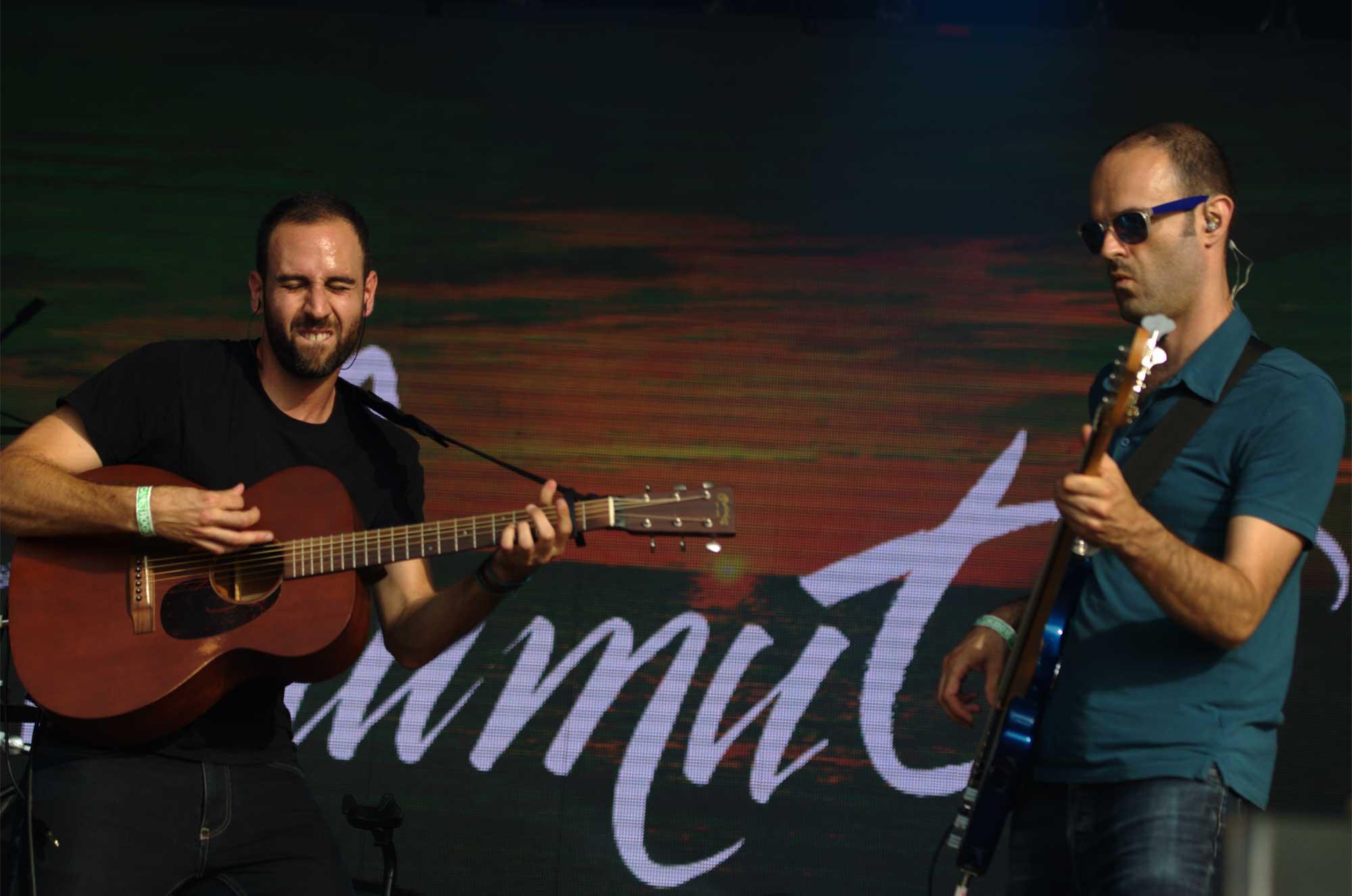 El grup Blaumut -a l'esquerra, Xavi de la Iglesia, i a la dreta, Manuel Krapovickas- actuant al Canet Rock 2016.