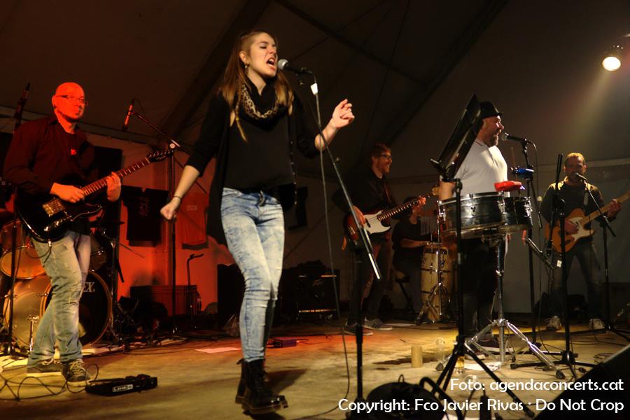El grup d'ska Deskartats, actuant a la carpa Impuríssima dins el marc de la Fira de la Puríssima 2016 de Sant Boi de Llobregat.