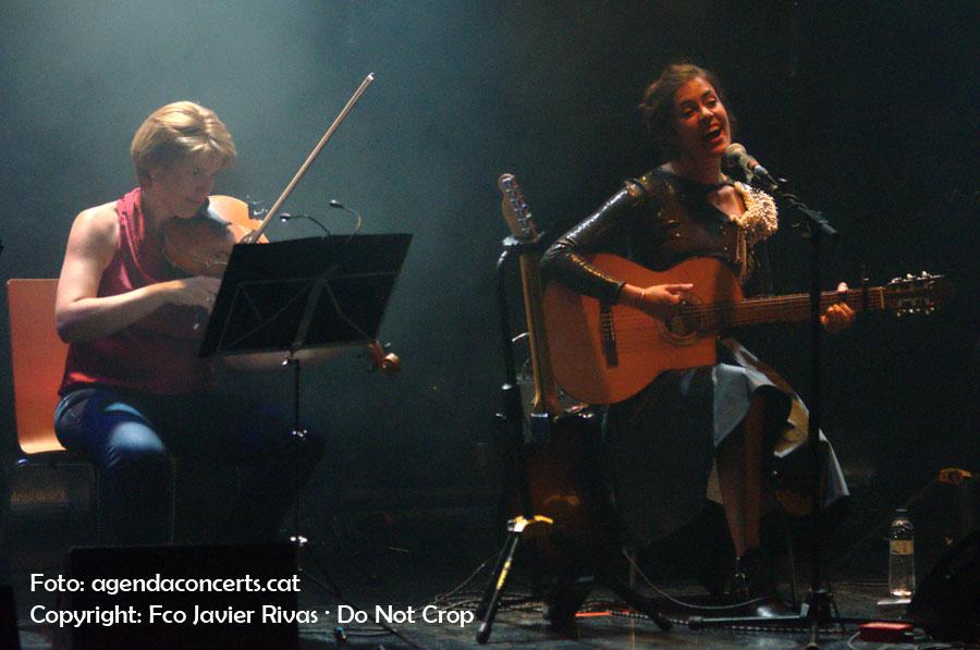 Maika Makovski, presentant 'Chinook Wind' amb el Quartet Brossa al Festival Altaveu de Sant Boi de Llobregat 2016.