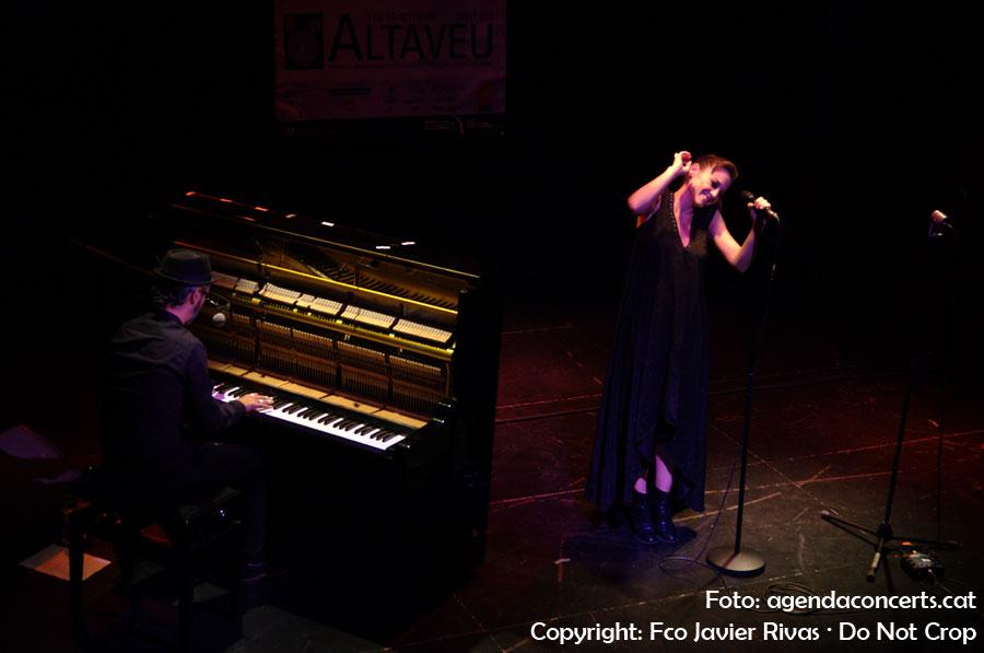 El duet Marlango, format per la cantant i actriu Leonor Watling i el pianista Alejandro Pelayo, actuant al Teatre de Cal Ninyo de Sant Boi de Llobregat dins el marc del Festival Altaveu 2016.