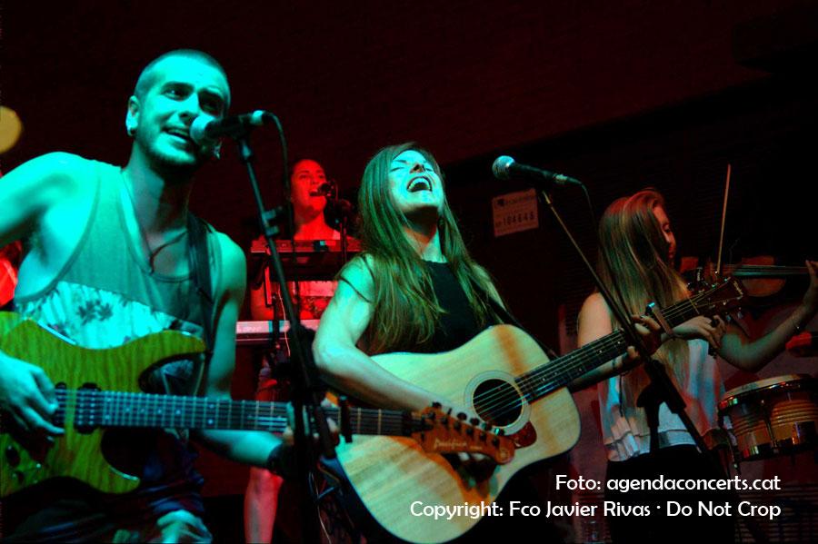 El grup Sense Sal, actuant a la Festa Major de Gràcia 2016.