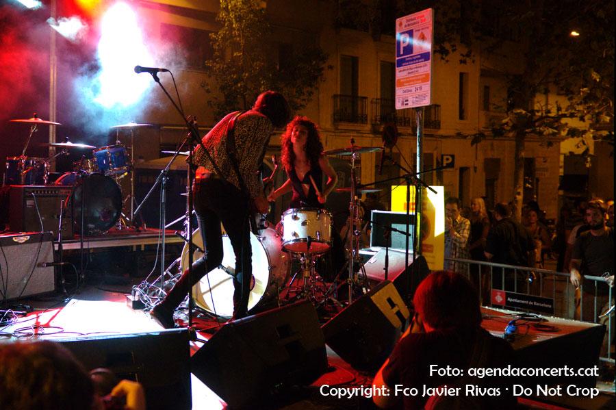 Actuació de Niña Coyote eta Chico Tornado a l'Error! Fest a la plaça Rovira i Trias durant la Festa Major de Gràcia 2016.