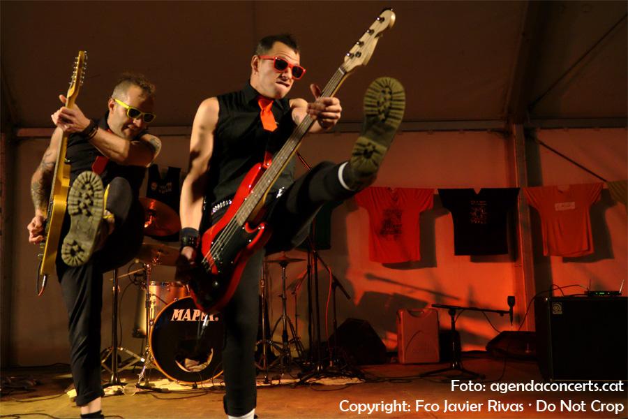 The Dolls Toys (Tribut a The Toy Dolls) ha actuat a la carpa de la Impuríssima de Sant Boi de Llobregat, dins el marc de la Fira de la Puríssima 2016, amb el seu punk desenfadat.