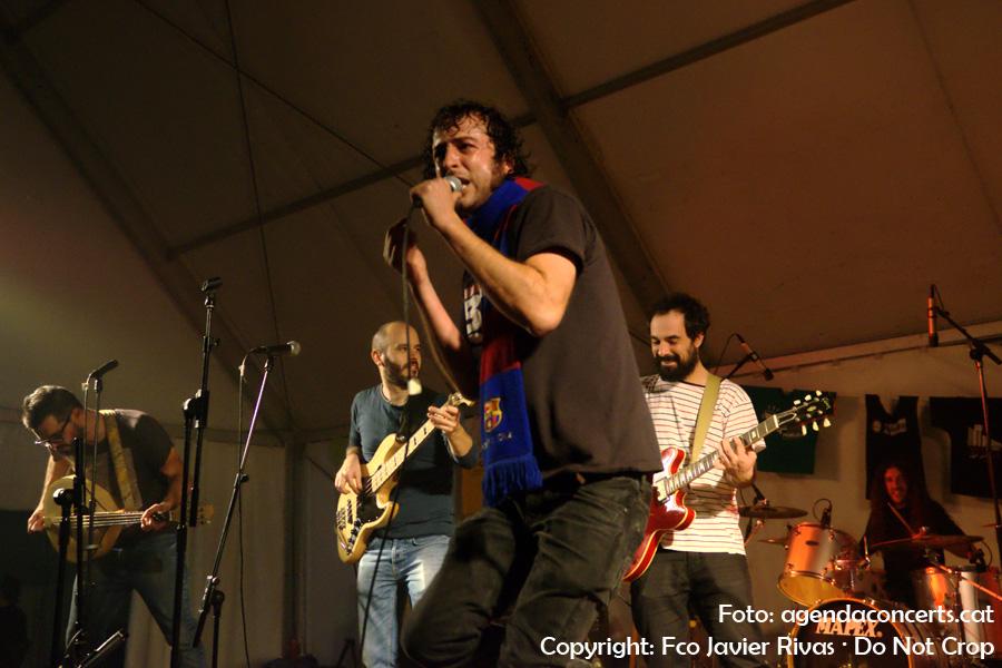 El grup Coet, actuant a la carpa de la Impuríssima, dins el marc de la Fira de la Puríssima de Sant Boi de Llobregat 2016.