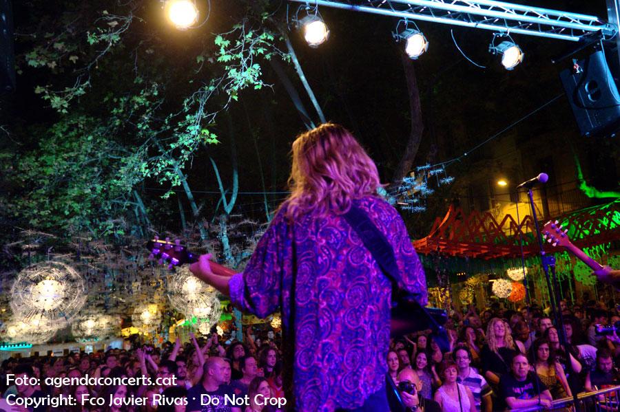 Un públic nombrós ha vist l'actuació del grup del Maresme Imperial Jade a la plaça Rovira i Trias durant la Festa Major de Gràcia 2016.