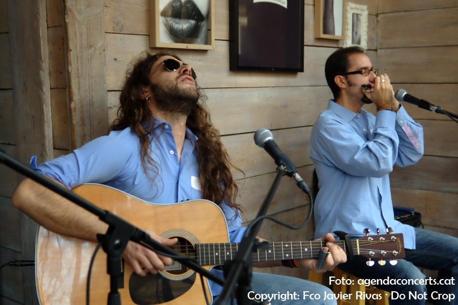 El duet The Blues Prisoners ha actuat durant la Fira de la Puríssima de Sant Boi de Llobregat 2016 a la terrasseta del bar La Masía a la rambla Rafael Casanovas.