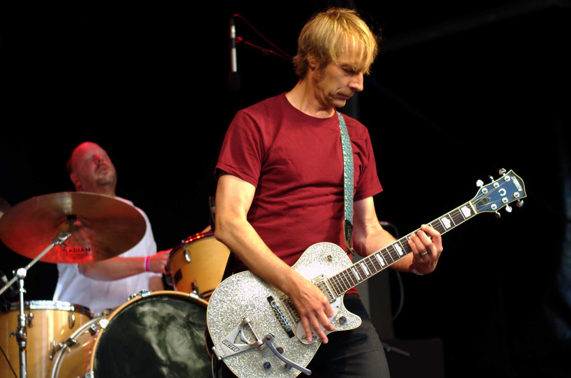 Mark Arm, a la guitarra, i Dan Peters, a la bateria, del grup de grunge i punk Mudhoney, actuant al Primavera Sound 2016