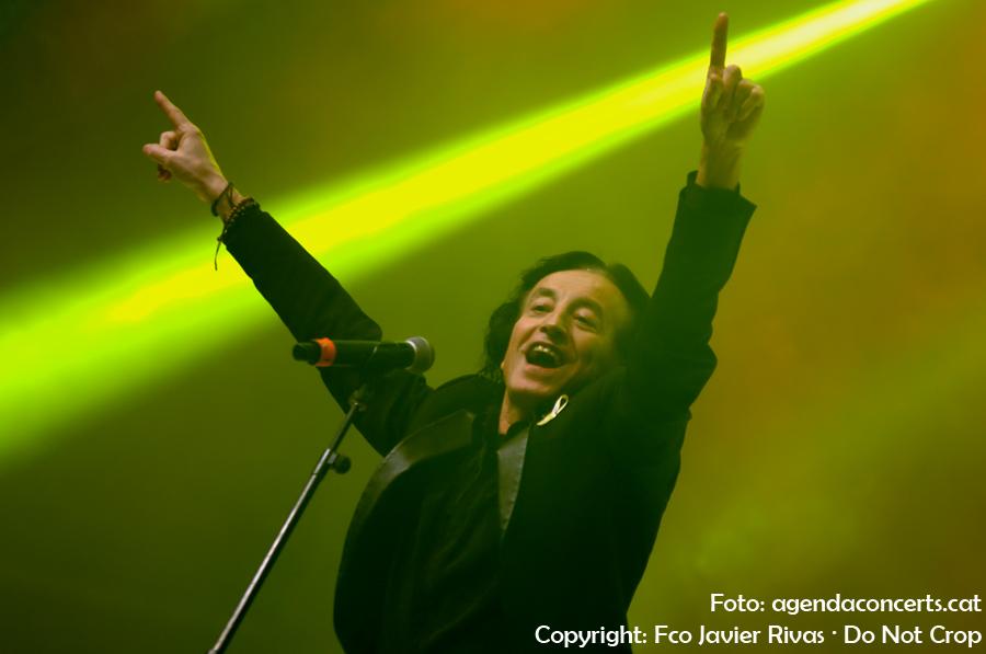 La Companyia Elèctrica Dharma, actuant al Concert per la Llibertat a l'Estadi Olímpic de Barcelona.