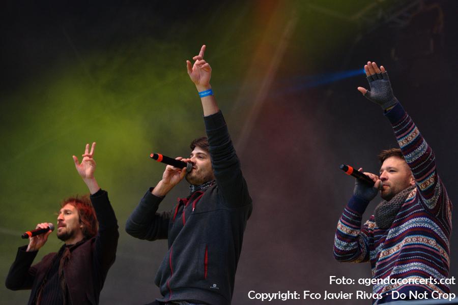 Èric Vinaixa, Èric Vergés i Joan Rovira, actuant junts al Concert per la Llibertat a l'0Estadi Olímpic Lluís Companys de Barcelona.