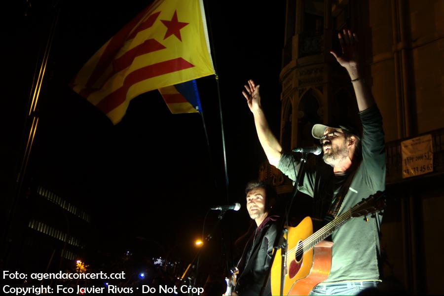Gossos, actuant a la manifestació del 20 de setembre davant de la Conselleria de'Economia de la Generalitat.