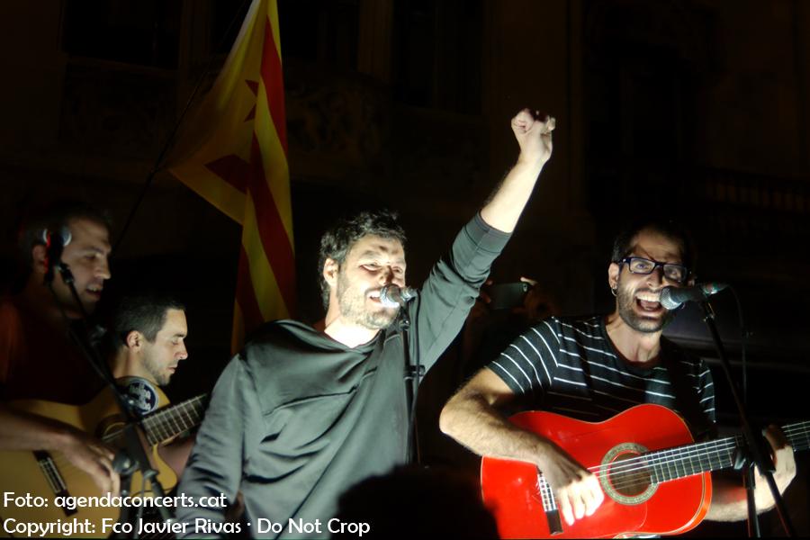 El grup de rumba La Banda del Panda, actuant a la manifestació del 20 de setembre (20-S) al costat de la Conselleria d'Economia de la Generalitat a Barcelona.