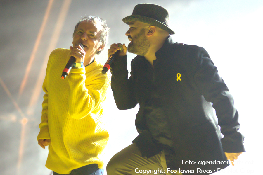 La Banda Impossible actuant al Concert per la Llibertat: Lluís Gavaldà i Jofre Bargadí.