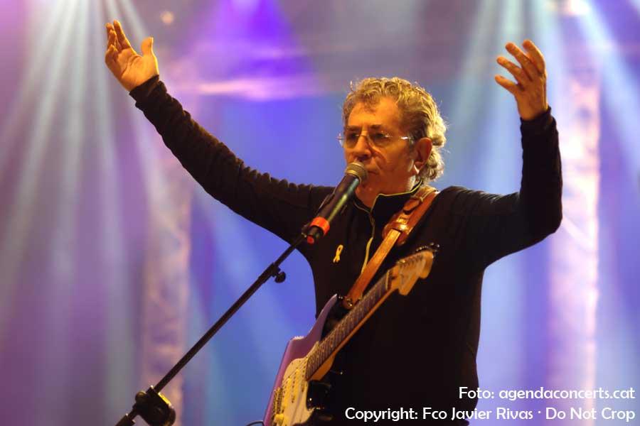 Quico Pi de la Serra i Amadeu Casas, actuant al Concert per la Llibertat a l'Estadi Olímpic Lluís Companys de Barcelona.