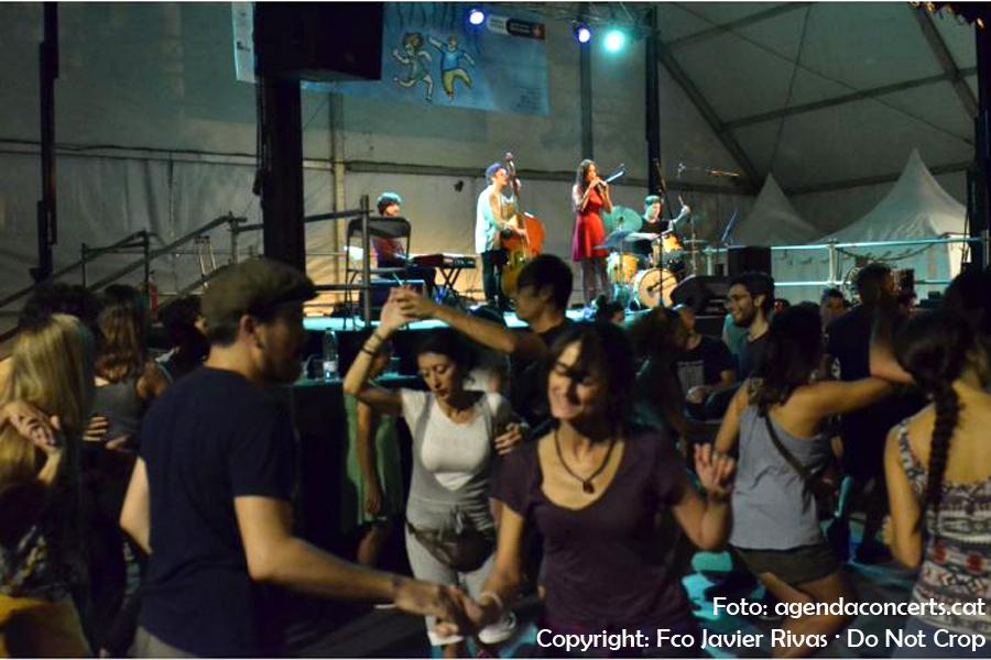 Ball swing amb Sandra Artigas Quartet, a la plaça del Diamant de Gràcia.
