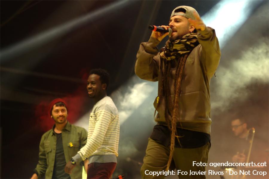 Ander Valverde (Green Valley), cantant 'Barcelona s'il·lumina' de Buhos.