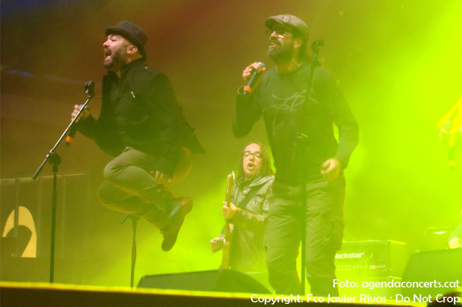 La Banda Impossible actuant al Concert per la Llibertat: Jofre Bargadí i Natxo Tarrés.