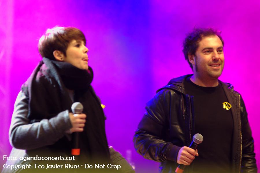 Ovidi 4, grup format per David Fernàndez, Borja Penalba, David Caño i Mireia Vives, actuen al Concert per la Llibertat a l'Estadi Olímpic (Barcelona).