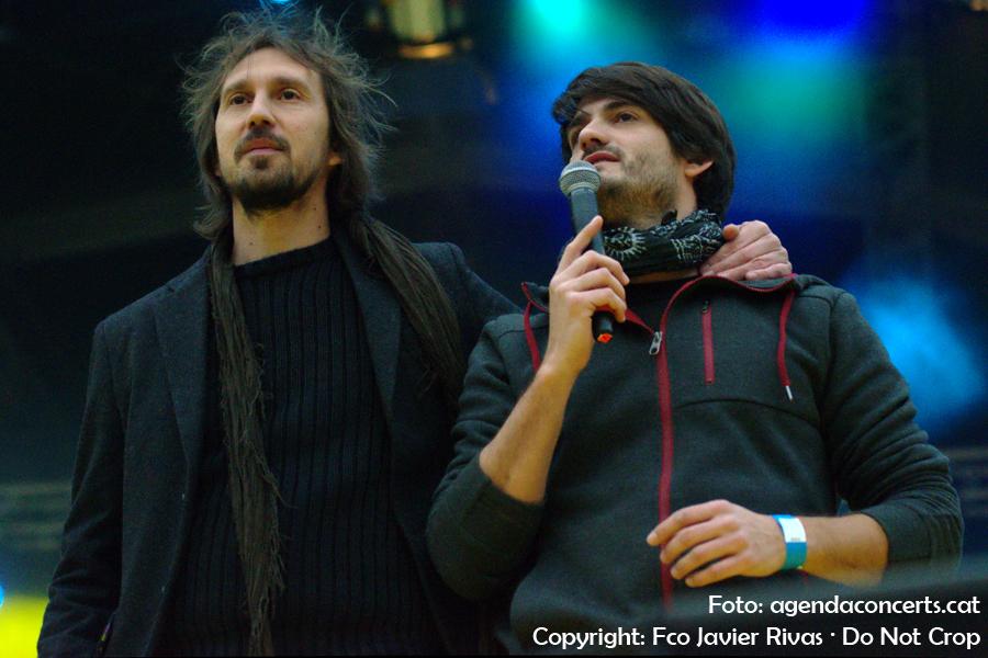 Èric Vinaixa i Èric Vergés, actuant al Concert per la Llibertat a l'Estadi Olímpic Lluís Companys de Barcelona.