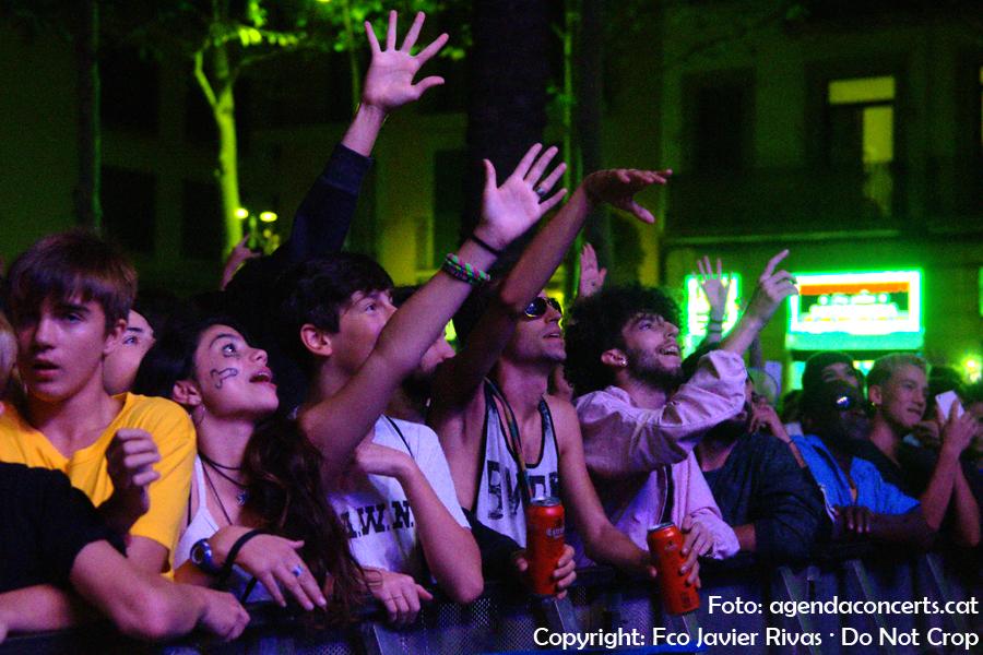 Públic del concert de Bejo, actuant al Festival BAM a la Rambla del Raval durant les festes de La Mercè de Barcelona.