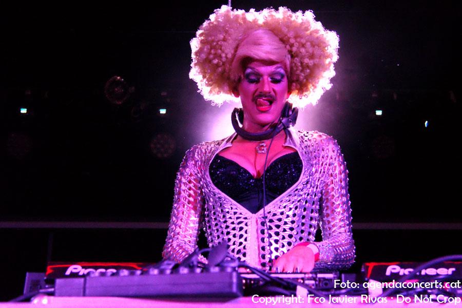 Dj Gloria Viagra, actuant a la Sala Apolo de Barcelona.