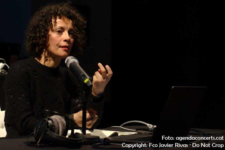Valéria Muledda, explicant el seu 'rusc sonor' al Festival Eufònic Urbà 2018.