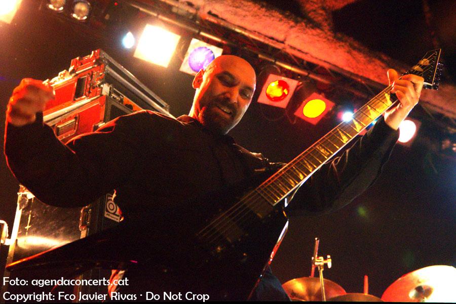 Robert Vigna, guitarrista de Immolation, actuant a la Sala Bóveda de Barcelona.