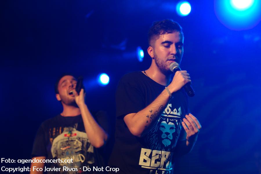 Beret i Kaly Kalyxto, actuant la primera nit de tres a la sala Bikini de Barcelona.