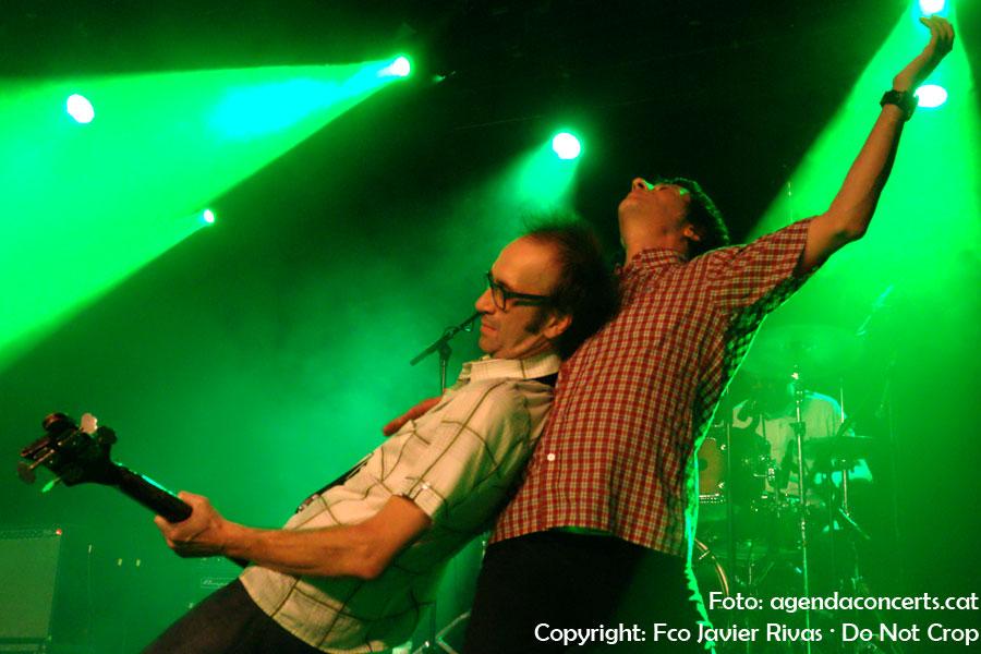 El Brighton 64, actuant al Festival Altaveu de Sant Boi de Llobregat. Un seguidor del grup ha pujat a l'escenari per cantar 'Barcelona Blues' amb el grup.