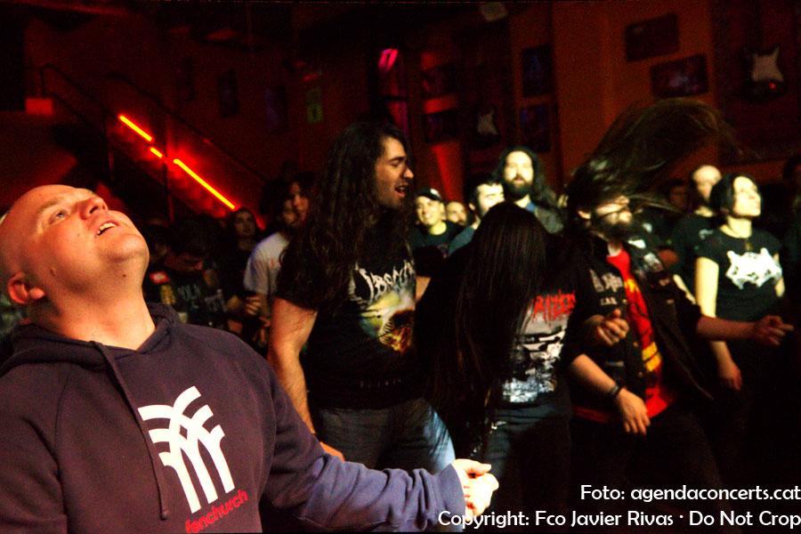 Públic gaudint del concert de Immolation a la Sala Bóveda de Barcelona.