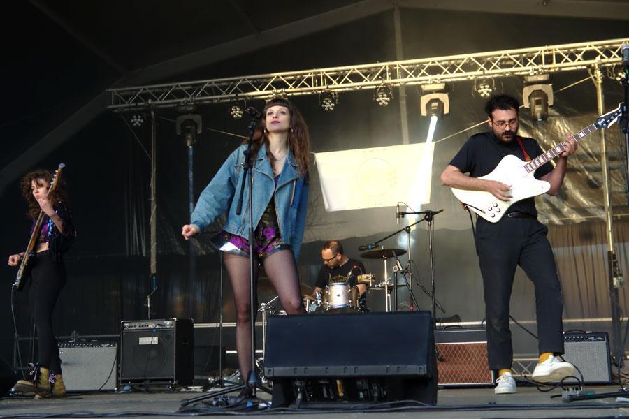 Sandré, actuando en el Festival Amic Amiant de Cerdanyola de Vallès.