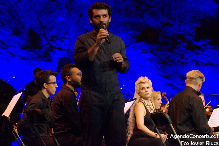 Joan Pons, cantant d'El Petit de Cal Eril, actuant al Teatre Grec de Barcelona.