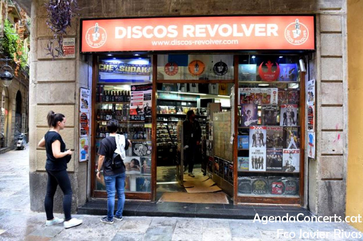 Revólver (vermell), al carrer Tallers de Barcelona.