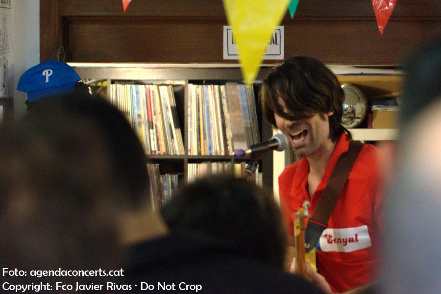 vàlius, actuant a Ultra-Local Records de Barcelona.