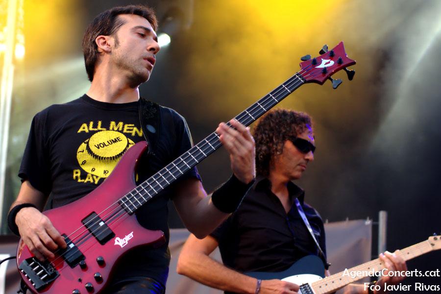 El grup 11 Bis, actuant al Can Mercader Festival de Cornellà de Llobregat.