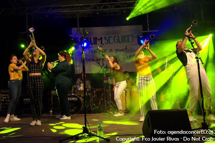 Balkan Paradise Orchestra, actuando en Sant Boi de Llobregat.