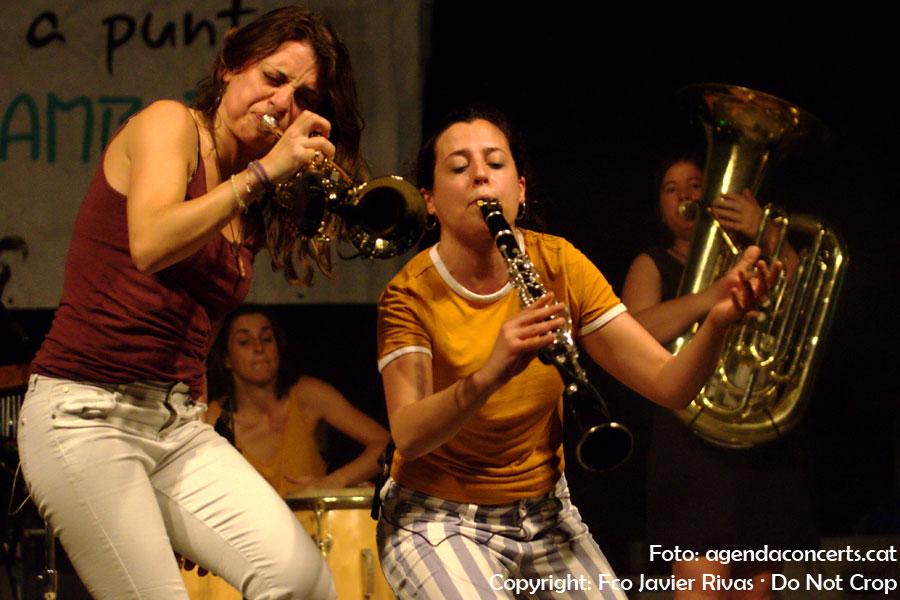 Balkan Paradise Orchestra, actuant a Sant Boi de Llobregat.