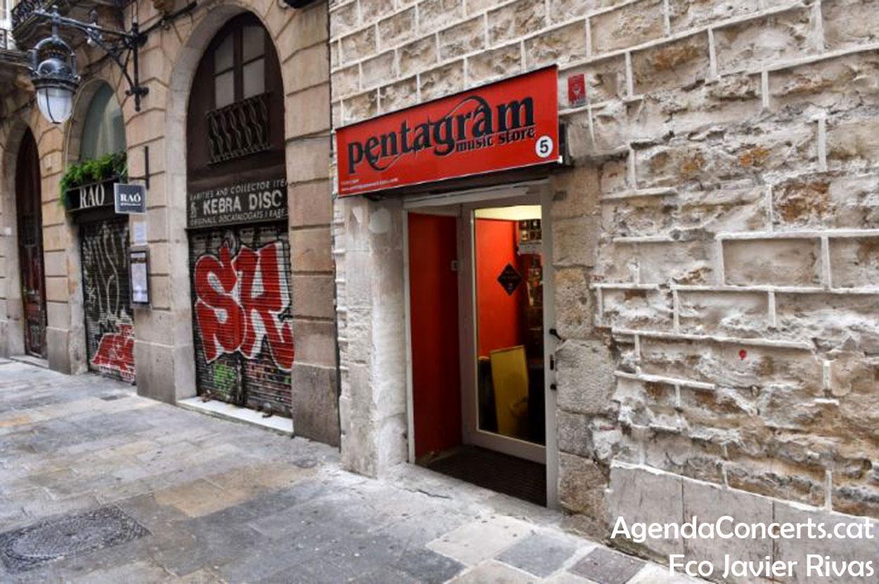 Les botigues de discos Kebra i Pentagram, al carrer Sitges que desemboca a Tallers.