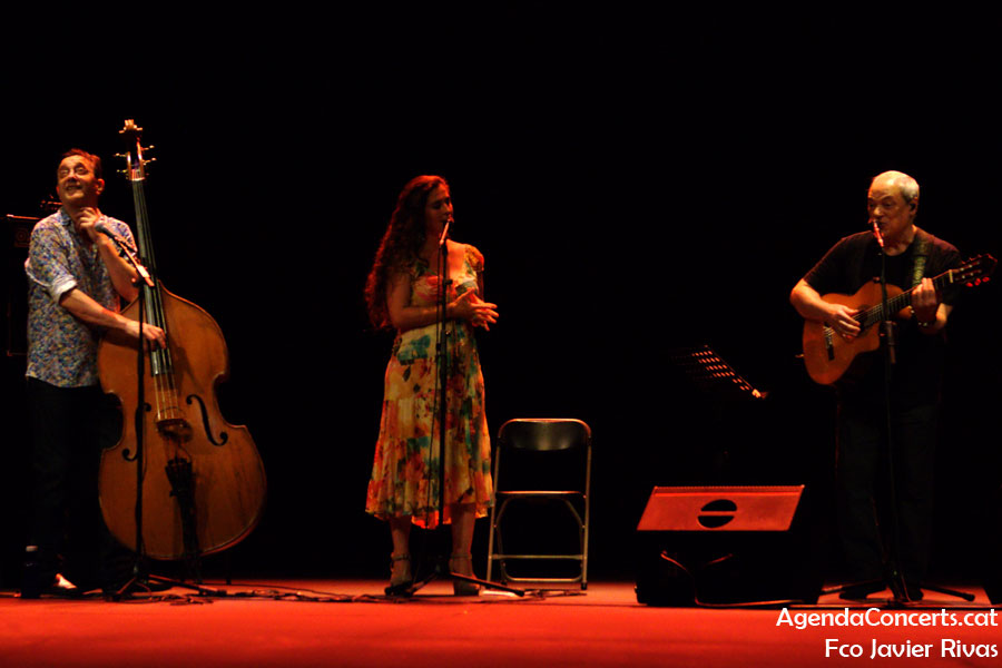 Toquinho, performing with Silvia Pérez Cruz and Javier Colina, at the Teatre Grec of Barcelona.